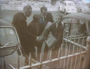The Tau Cross of Kilnaboy arriving at the National Museum, Rosc '67 (photo: RTÉ newsreel still, RTÉ Archives)
