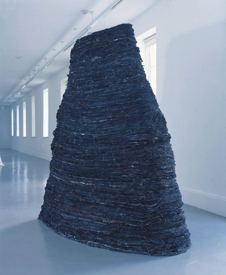 Kathy Prendergast, Stack, 1989, Cloth, string, paint and wood, 270 x 260 x 70 cm, Collection Irish Museum of Modern Art, Purchase, 1991 © the artist